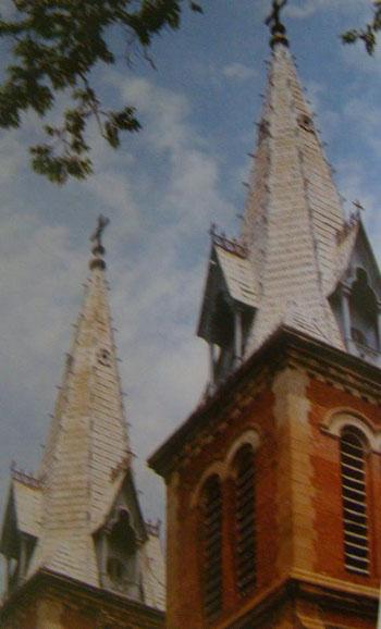 Ngọn tháp chuông của nhà thờ