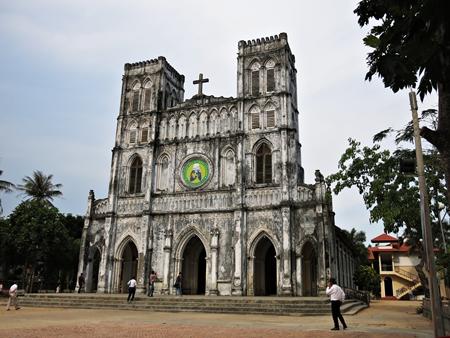 Nhà thờ Mằng Lăng- một trong những nhà thờ cổ xưa nhất ở Việt Nam