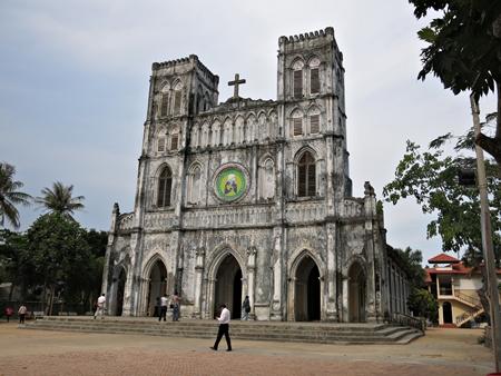 Nhà thờ cổ ở Phú Yên mang dáng dấp kiến trúc Gothic thịnh hành ở Châu Âu trong khoảng thế kỷ 18-19