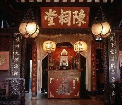 Bàn thờ trong nhà tộc họ Trần
