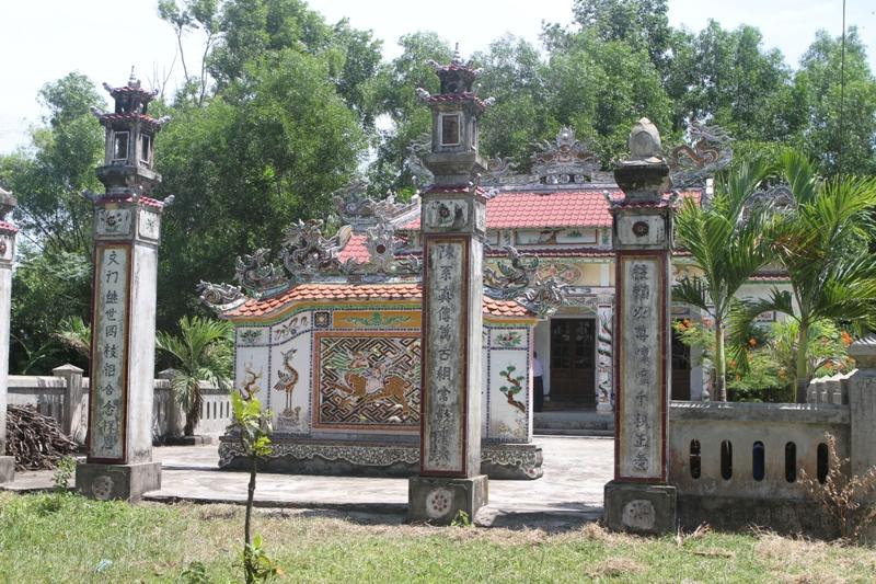 Ảnh chụp toàn cảnh di tích nhà thờ cổ Tộc Trần