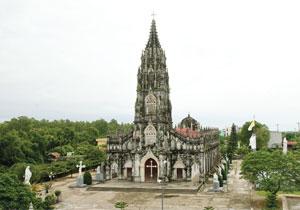 Toàn cảnh nhà thờ nhìn từ xa
