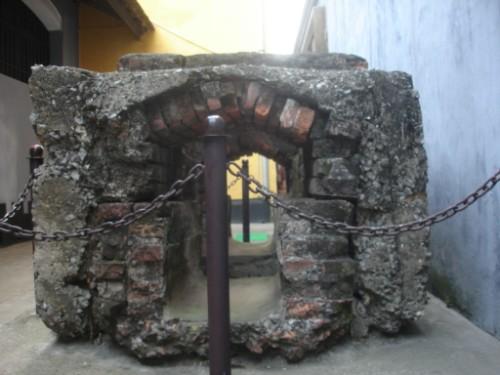 Một hiện vật được bảo vệ trong nhà tù