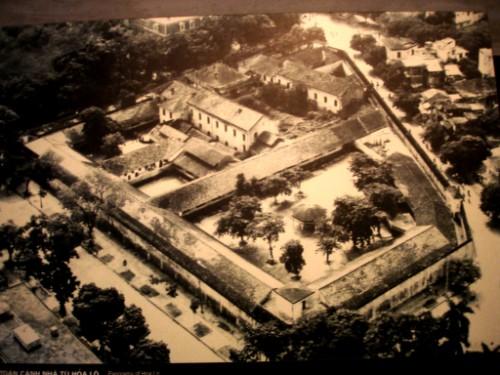 Hoa-Lo-prison-Hanoi-city-tour