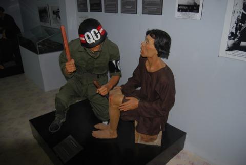 tù nhân bị hành hạ