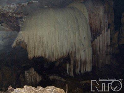 Những hang động kỳ bí trên núi Chi Đảy