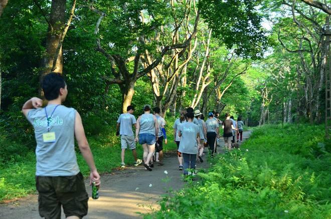 Đi bộ khám phá rừng quốc gia Cúc Phương