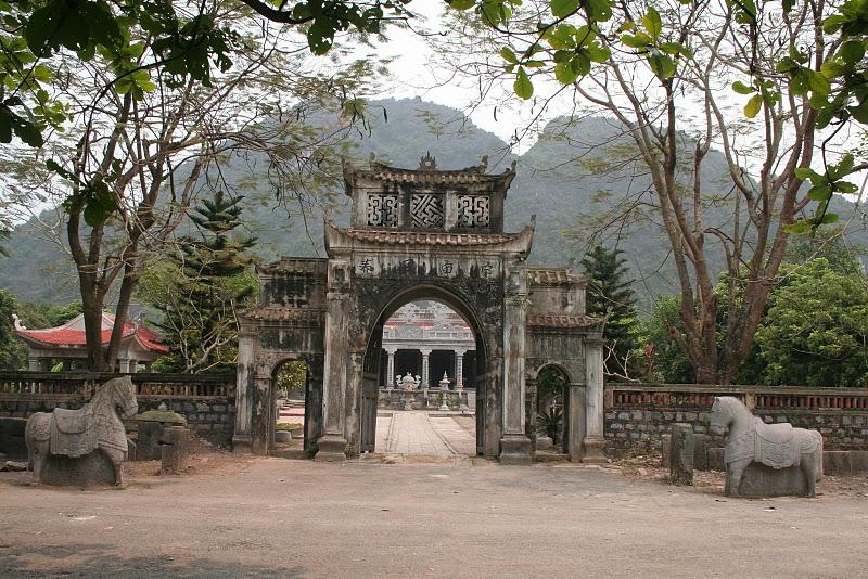 Cổng đền Thái Vy