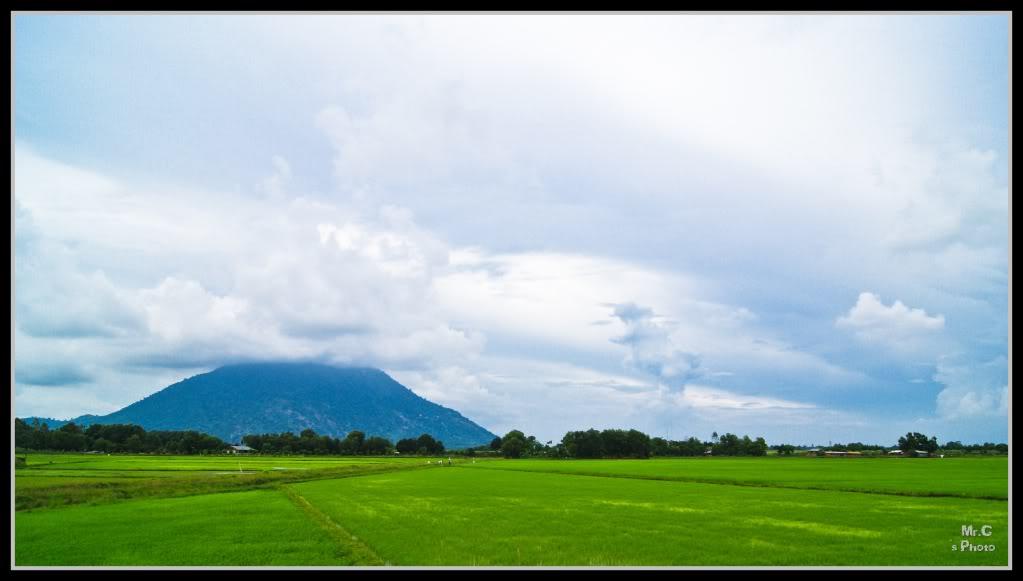 Núi Bà Đen nhìn từ xa