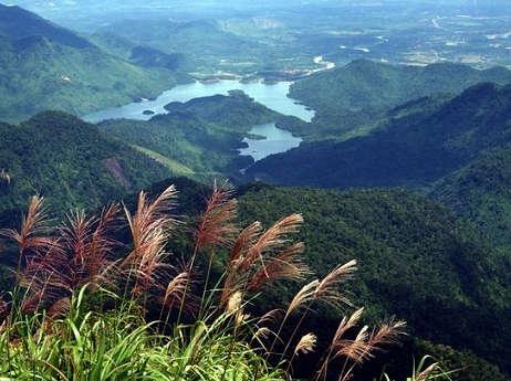 Ranh giới tự nhiên giữa tỉnh Thừa Thiên Huế và thành phố Đà Nẵng
