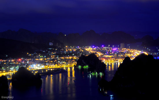 Thành phố Hạ Long lung linh trong ánh đèn đêm.