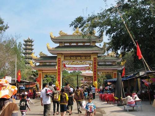 Cổng chùa Thái Sơn