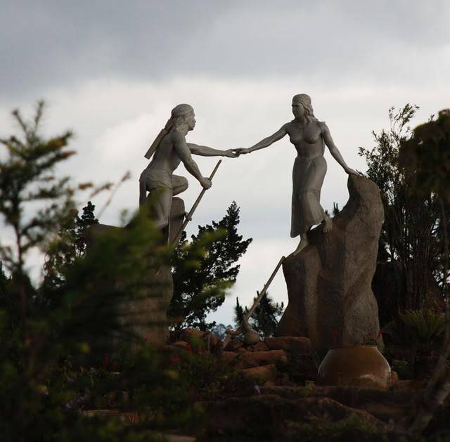 Tượng khắc họa  đôi trai tài gái sắc đã đi vào huyền thoại