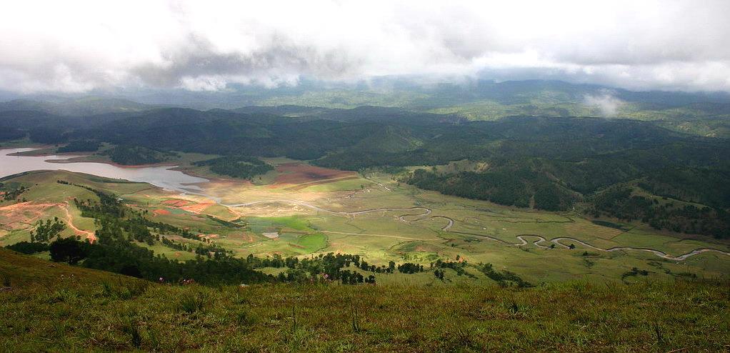 Cảnh vật khi quan xát từ trên đỉnh núi Lang Bian