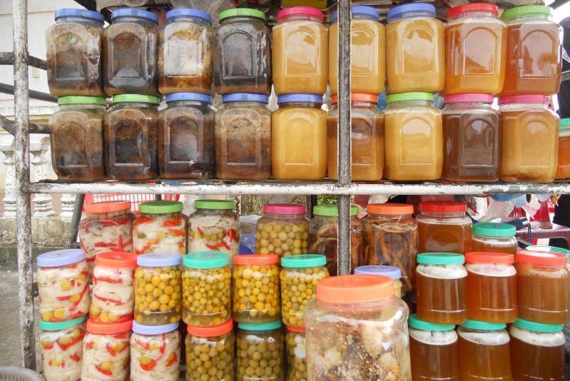 Các sản phẩm mật ong rừng, chanh rừng... Mẫu Sơn