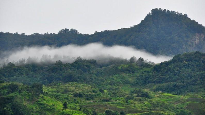 Đám mây ẩn hiện trên núi