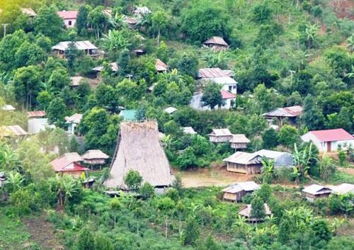 Bản làng của người Xơ Đăng dưới chân núi Ngọc Linh