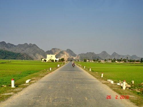 Con đường thẳng tắp dẫn đến núi Răng Cưa