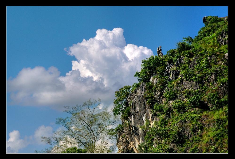 Nàng Tô Thị bồng con trên đỉnh núi