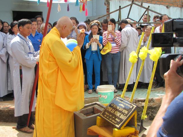 Thích Thái Thuận sái tịnh tại buổi lễ