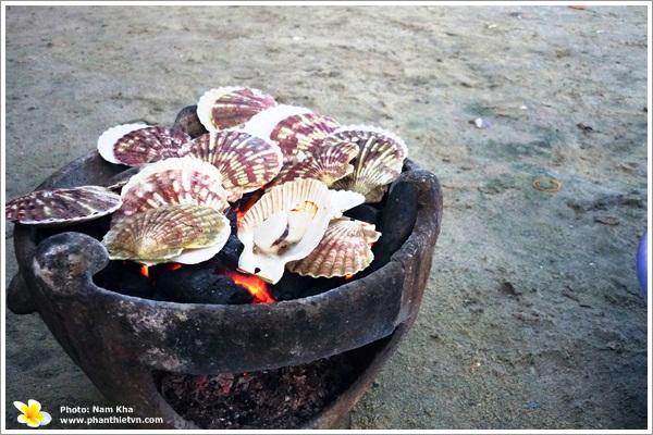 Sò lông nướng - Món ngon ở Phan Thiết.