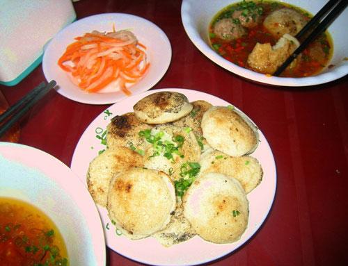 Bánh căn Phan Thiết - Món ngon ở Phan Thiết.