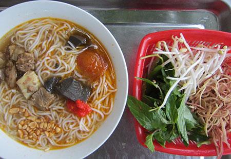 Bún bò Phan Thiết - Món ngon ở Phan Thiết.