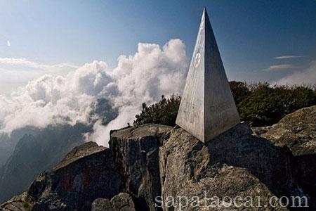 Phan Xi Păng hay Phan Si Phăng là ngọn núi cao nhất Việt Nam