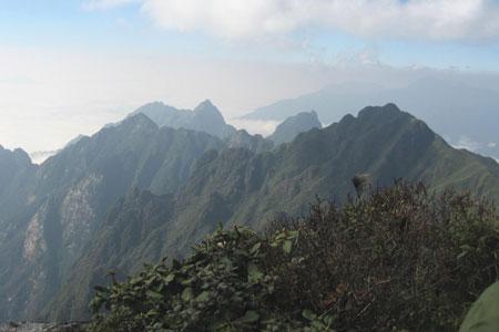 Toàn cảnh dãy Hoàng Liên Sơn từ trên đỉnh Fansipan