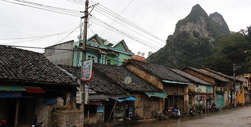 Nhiều nhà cổ lợp mái ngói âm dương rất đặc biệt.
