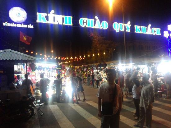 Chợ Đêm và Phố đi bộ