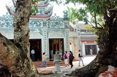 Hà Nội là một trong mấy nơi có phủ thờ to nhất