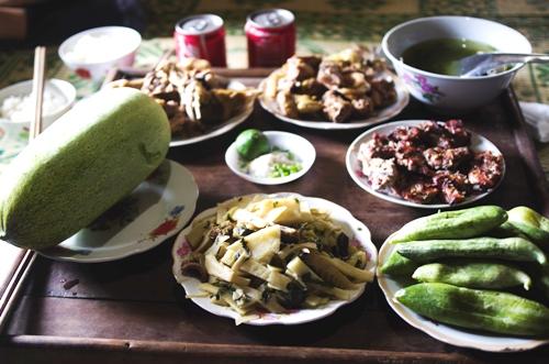 Mâm cơm đặc trưng ở Pù Luông.