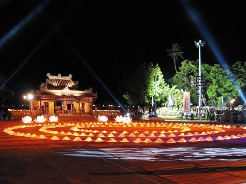 Nghênh Lương Đình là nơi thường xuyên tổ chức các hoạt động văn hóa nghệ thuật tại Huế.
