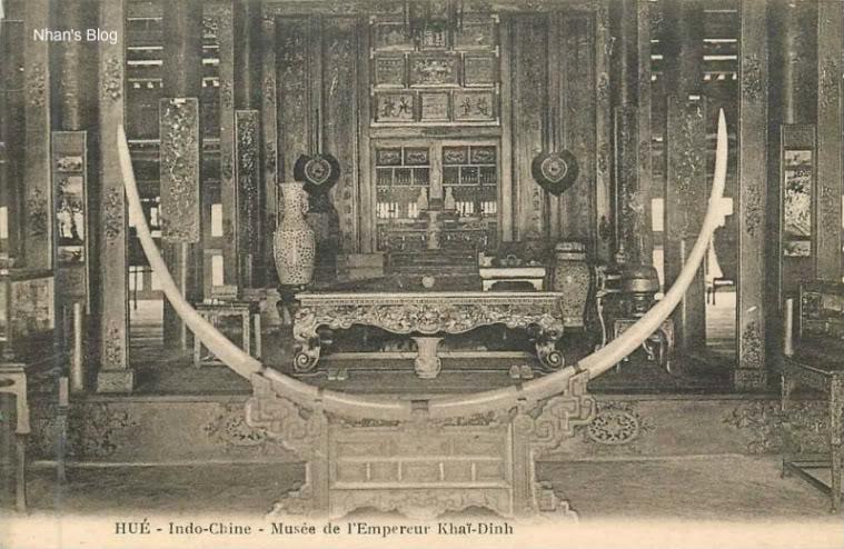 Hình ảnh các cổ vật trong Bảo tàng Khải Định nay là Bảo tàng mỹ thuật cung đình Huế.