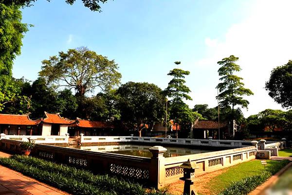 Khu thứ ba: gồm hồ nước Thiên Quang Tỉnh