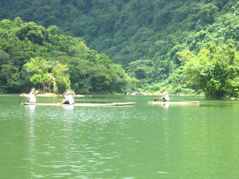 Điểm du lịch hấp dẫn: Hồ Duồng Cốc.