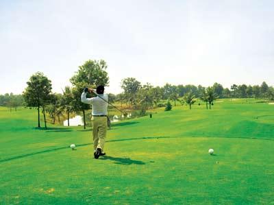 Một góc của sân Golf Sông Bé.