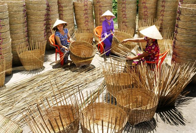 Lịch trình tham khảo, ngày 3: chùa Bốn Mặt, làng nghề đan đát xã Phú Tân, Chùa La Hán, Hồ Nước Ngọt.