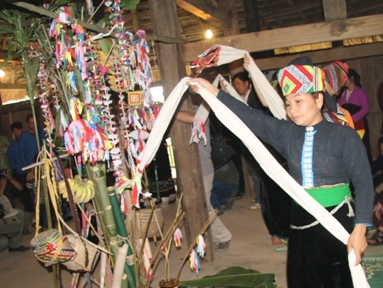 Lễ hội Dâng Hoa Măng của đồng bào dân tộc La Ha