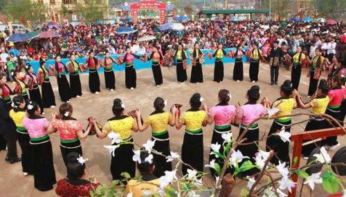 Lễ hội hoa ban ở tp.Sơn La