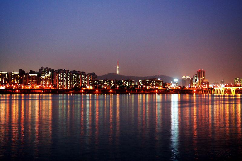 Sông Hàn khi đêm xuống