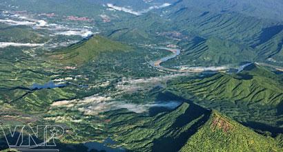 Sông Thu Bồn bắt nguồn từ nhiều con suối nhỏ trên đỉnh núi Ngọc Linh giữa đại ngàn Trường Sơn
