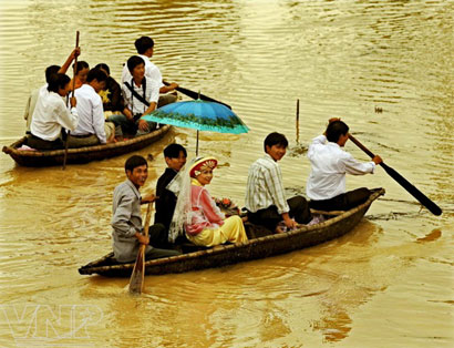 Một đám cưới trên sông nước của cư dân đôi bờ Thu Bồn