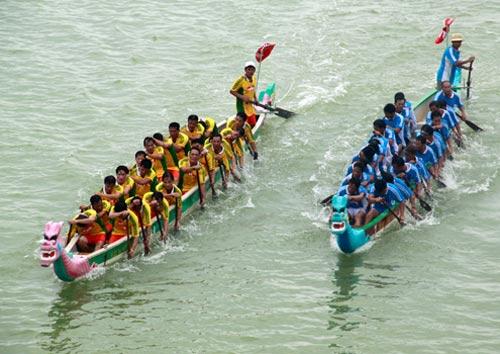 Lễ hội đua thuyền trên sông Thu Bồn