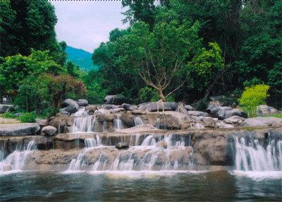 Suối Hoa Lan nằm trong dãy núi Hòn Hèo