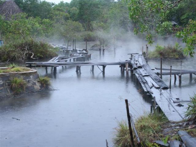 Mọi người cho rằng đó là suối nước mà thần tiên đã ban cho nên con suối này còn có tên gọi là suối Tiên.