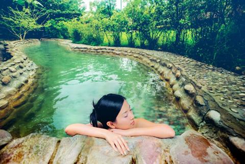 Thư giãn tại suối khoáng