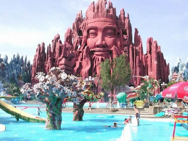 Bể bơi giải trí tại Suối Tiên
