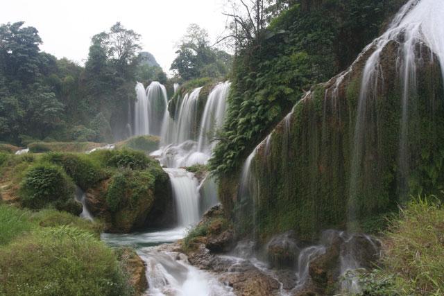 Thác Bạc - điểm du lịch ở xa trung tâm sapa